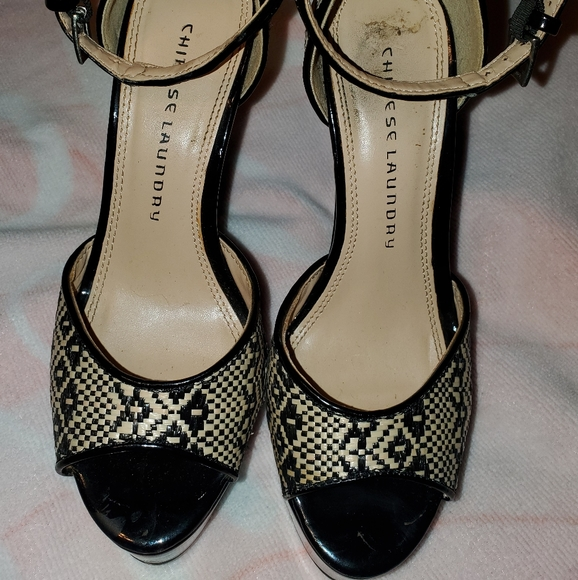 Chinese Laundry Shoes - Chinese Laundry 6 1/2 black/tan heels